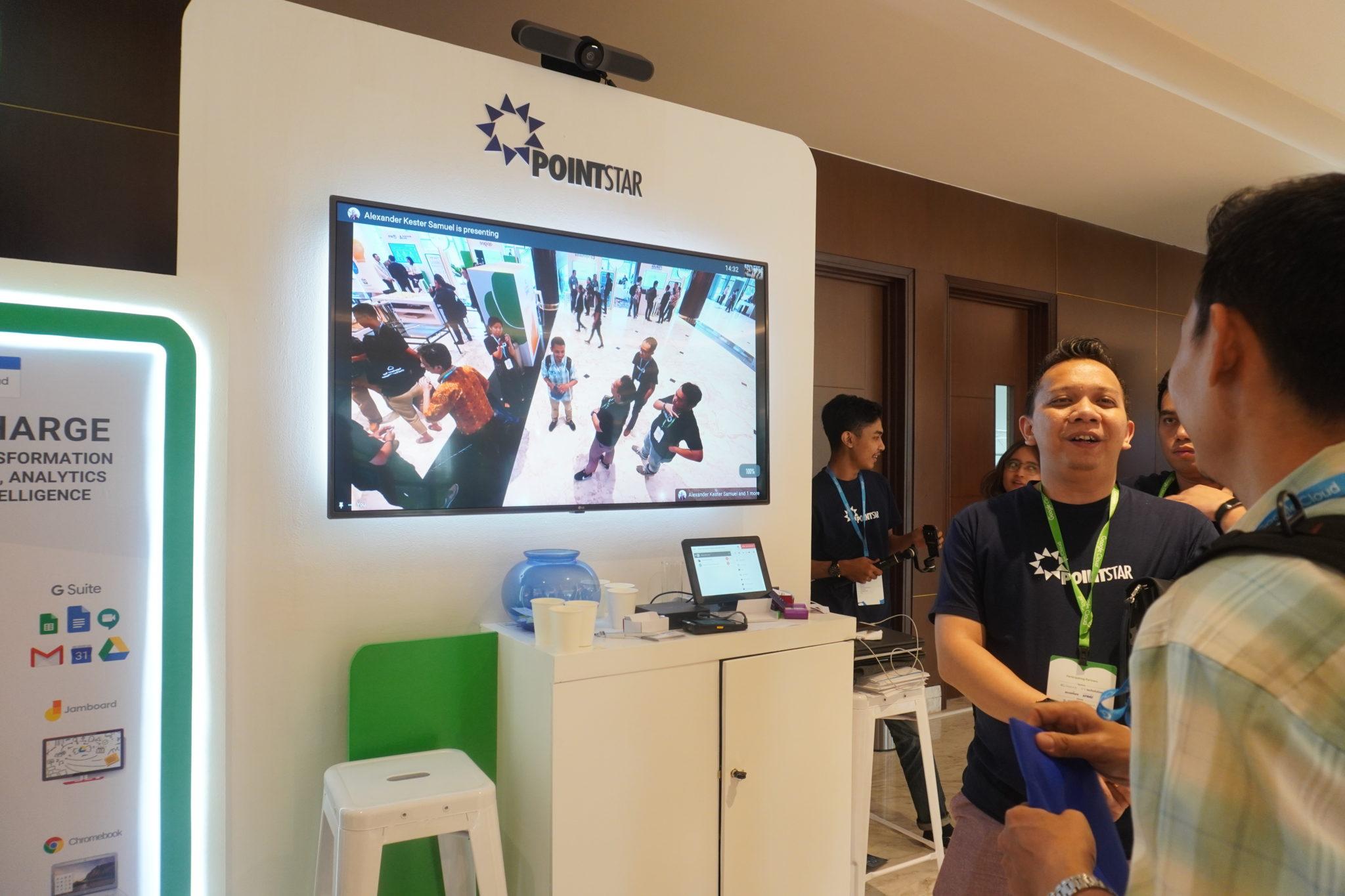 Tampilan Hangouts Meet & Logitech MeetUp